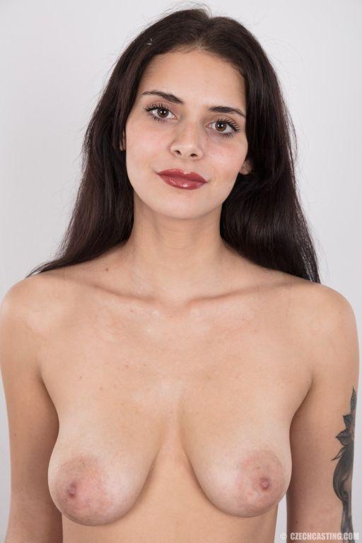 All natural seductive brunette Sarlot will will yo