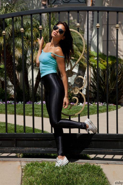 Beauty Rebecca Montri posing in black leggings