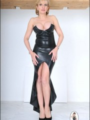 Elegant British rubber MILF Lady Sonia