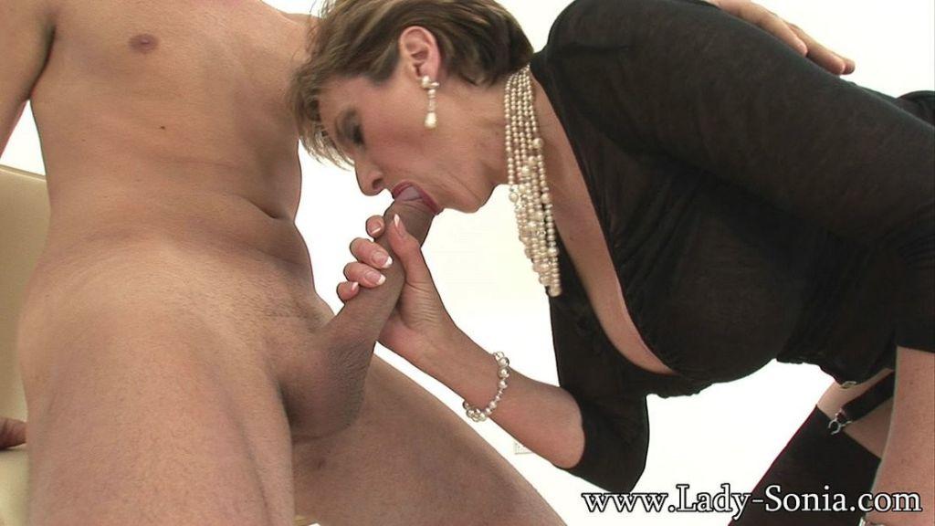 Leggy milf Lady Sonia loves to play fetish games
