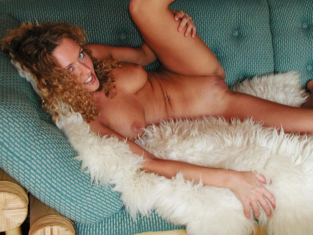 Amateur Blonde Pussy CloseUp Masturbating With Dil
