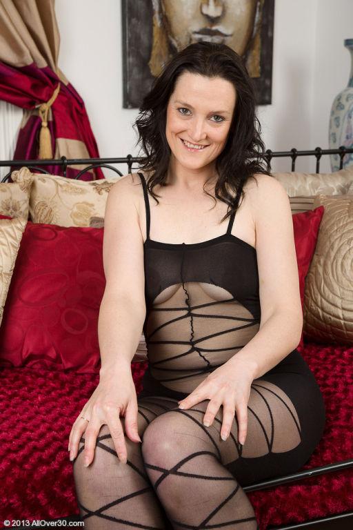 37 year old brunette Emily Marsha making her linge