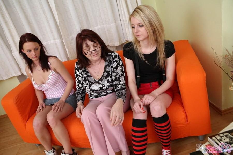 Молодая и опытная лесбиянка видео