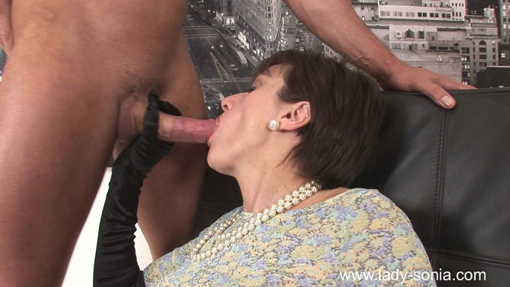 Fetish milf Lady Sonia fucks with her slave