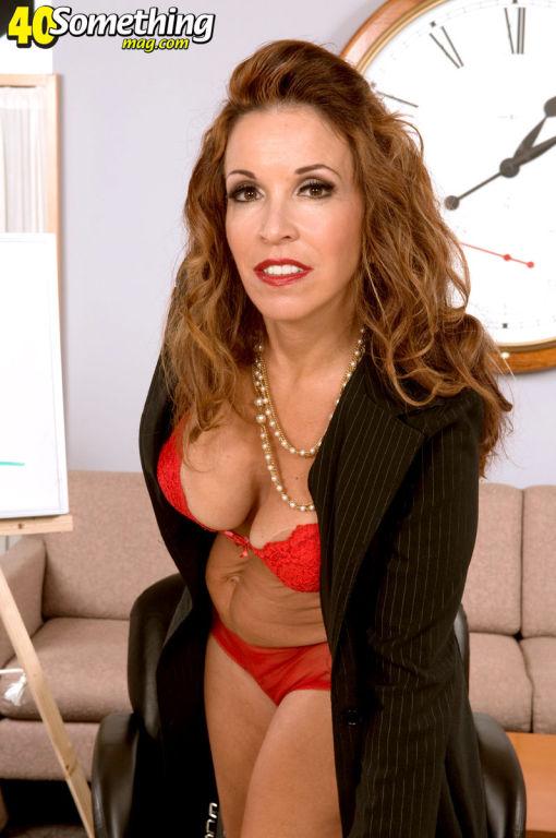 Busty secretary MILF Gia Giancarlo gets naughty