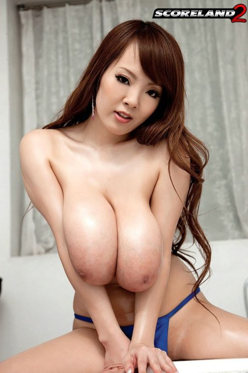 Shower time with busty asian Hitomi Tanaka
