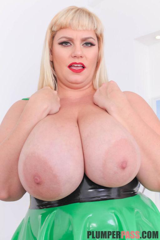 Busty BBW Tiffany Blake Latex Lover