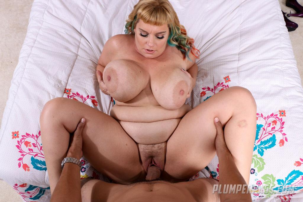 Sexy Plumper MILF Tiffany Blake