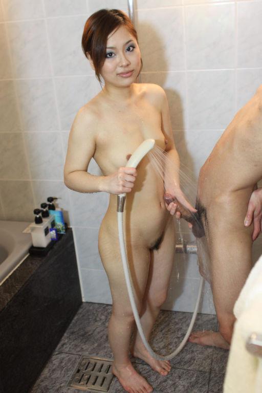 Makoto Kurosaki Shower Tease