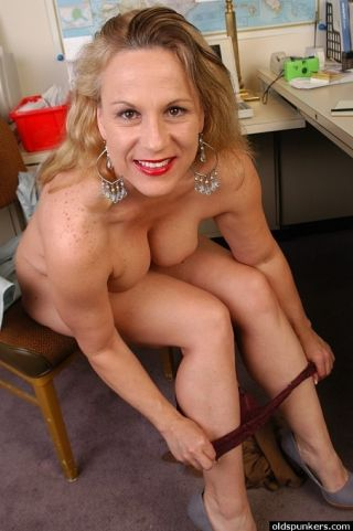 Chubby mature secretary Stunning Summer gets nasty