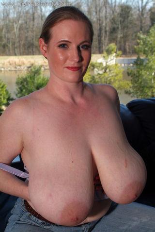 Ann Braless Huge Tits