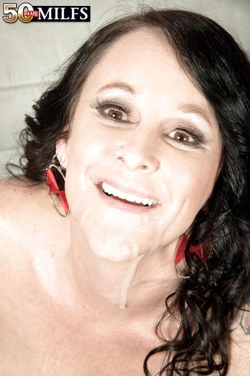 Aged brunette Lexi Ambrose exposing big tits to se