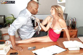 Mature hottie Jessica Sexton seduced for steamy in