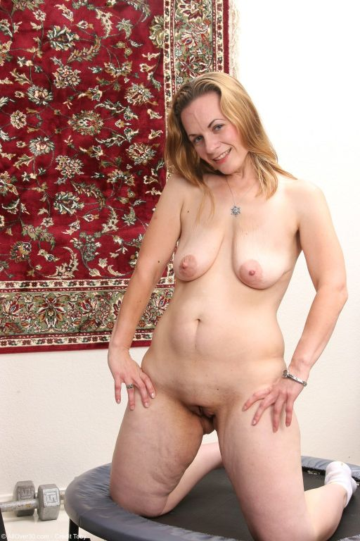 Horny housewife Destiny Hall