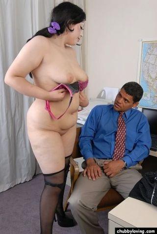 Fat secretary Terina Jezabelle giving a blowjob in