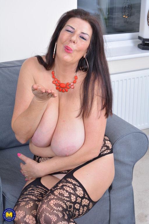 Big breasted housewife Fernanda Jerson plays alone