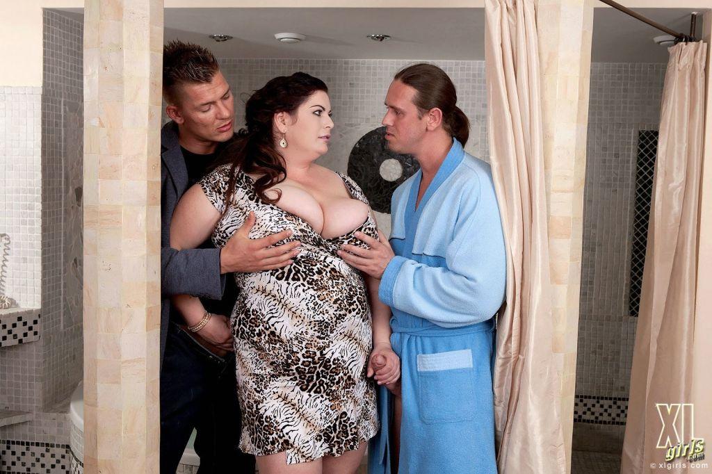 Amateur fat threesome sex
