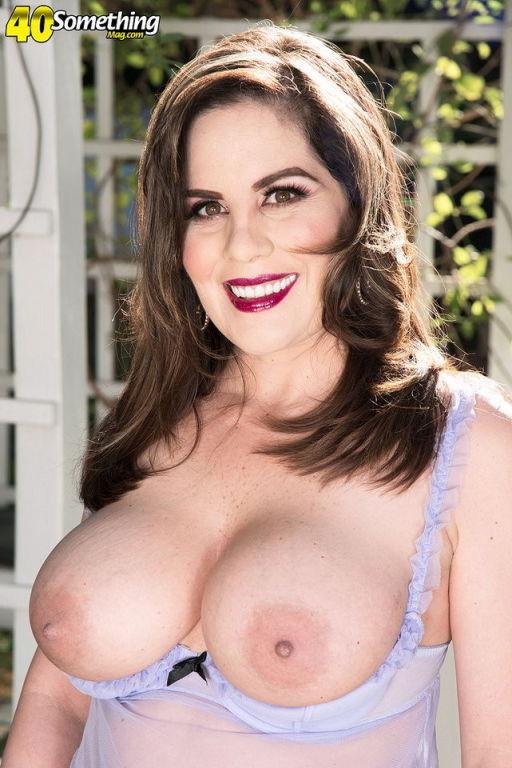 Ciara Ryder mature lady shows sweet natual tits