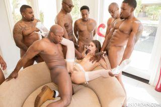 Phenomenal pornstar Riley Reid got gangbanged by f