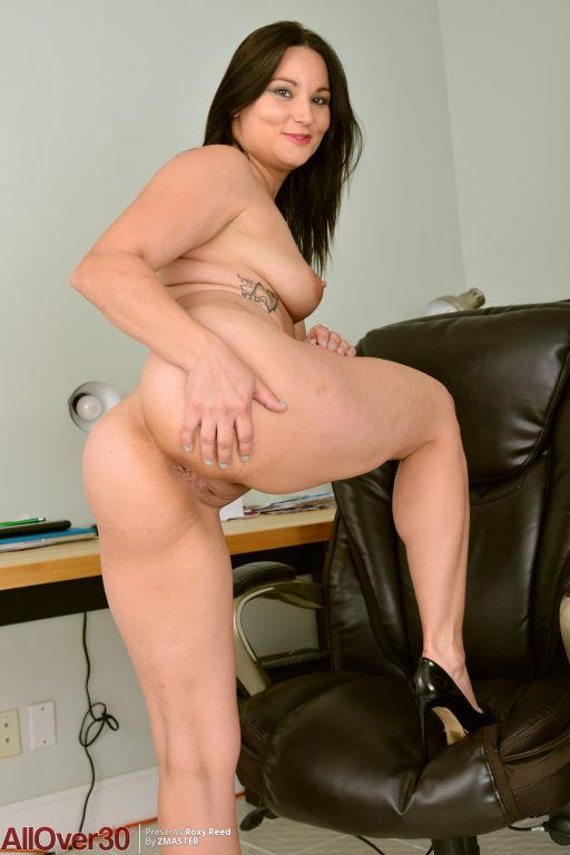 Curvy Smily Beautiful Roxy Reed