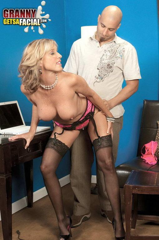 Busty MOM Jodi West gets fucked in black stockings
