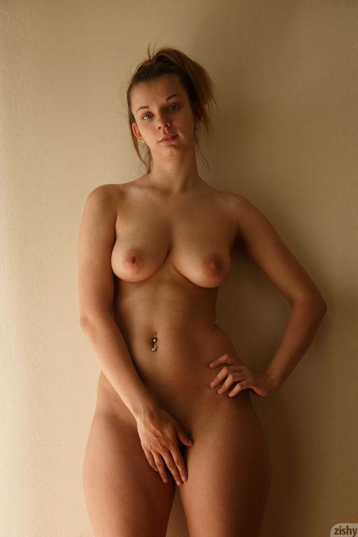 Curvy round ass babe in a bikini
