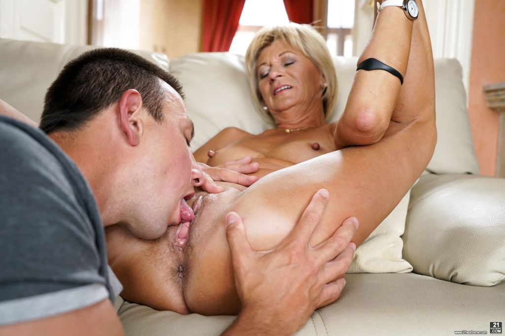 Hot blonde granny Diane gets her bald pussy eaten