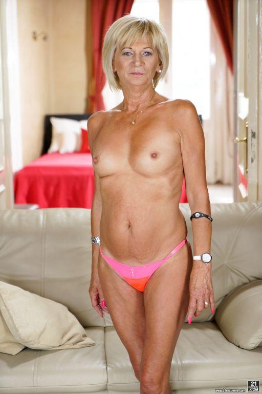 Hot blonde granny Diane Sheperd gets her bald puss