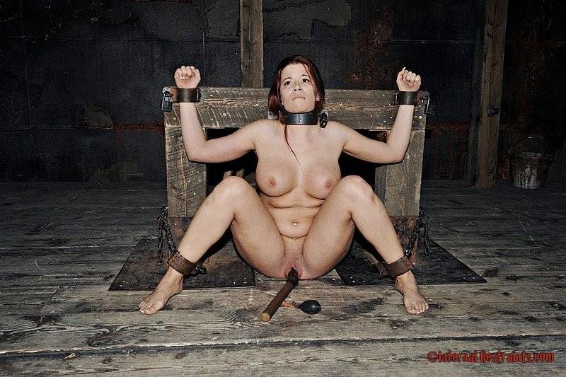 кандалы на рабынях порно ролики выдает
