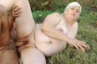 Fat granny getting a hard fuck outdoor