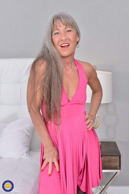 British mature slut Leilani Lei playing and toying