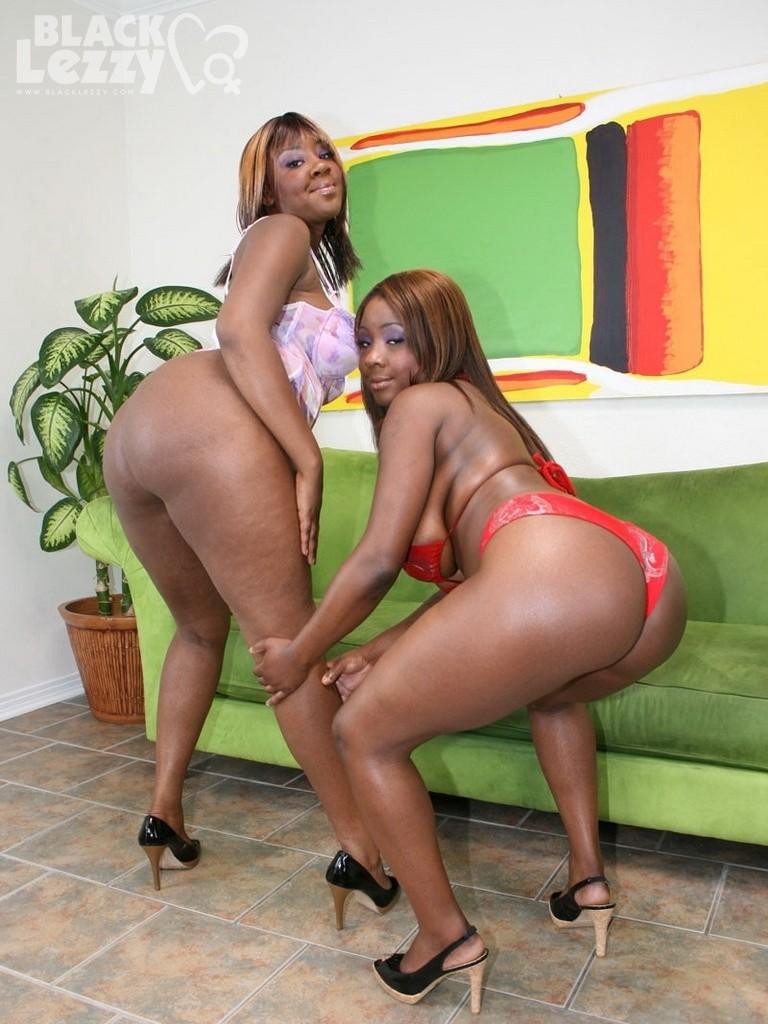 Ebony Gets Pussy Rubbed