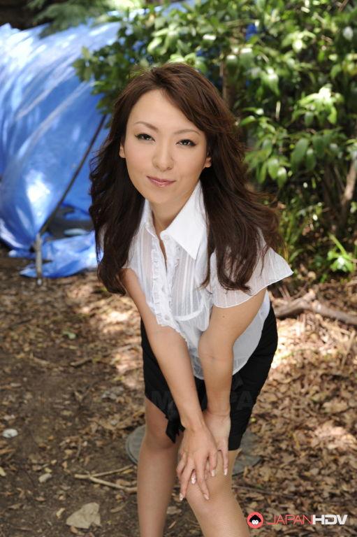 Erika Hiramatsu posing outdoors