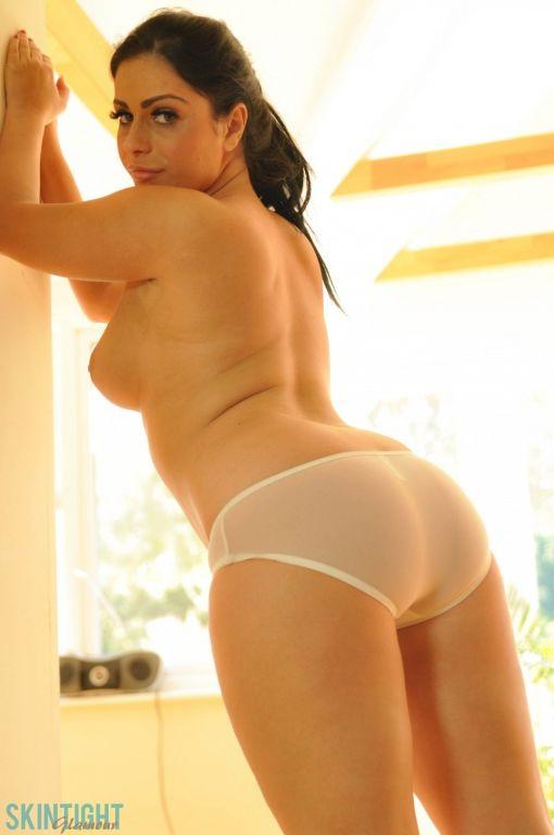 Curvy brunette babe Keira Jones taking off her jea