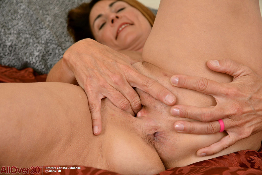 Super horny mature spreads her pussy