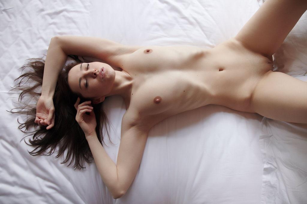 Young webcams model Anita shows