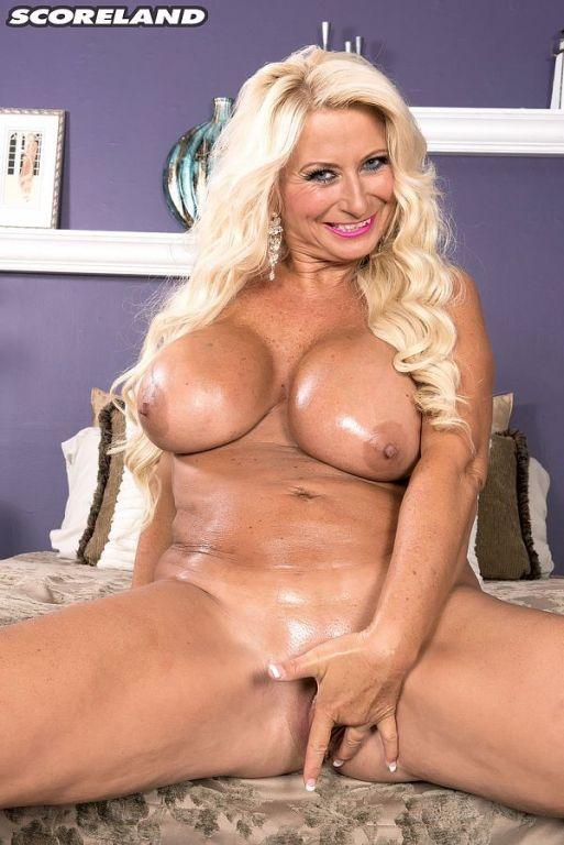 Blonde MILF sexbomb Annellise Croft is a hot woman