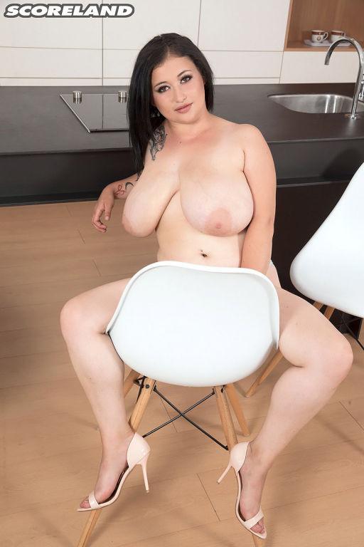 Amie Taylor Teasing Titillation