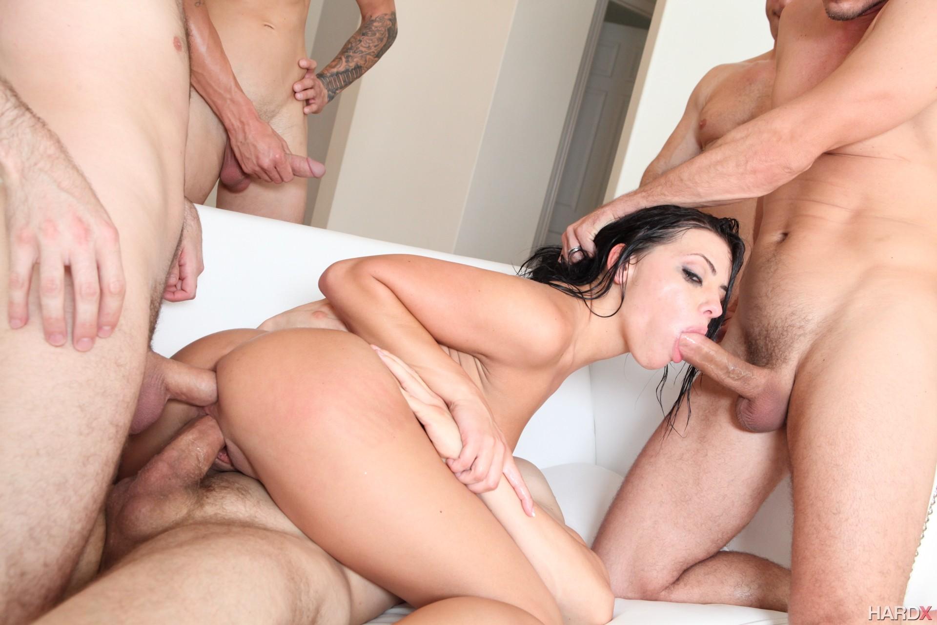 этого редко видео порно трое мужиков одновременно засунули сучке и трахали самой