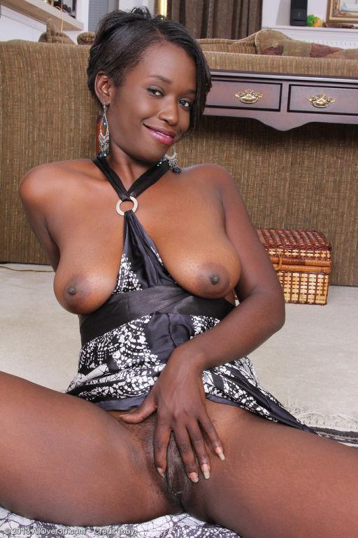 Beautiful ebony MILF Sayanna Monroe revealing her