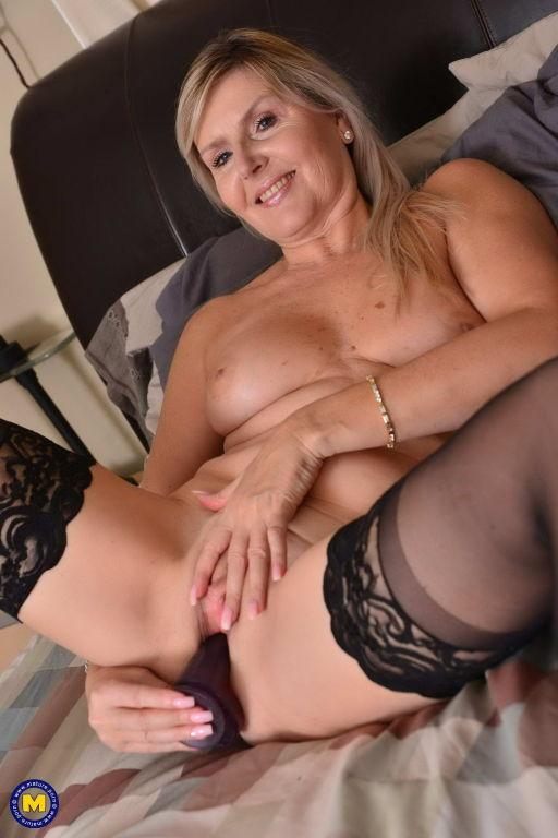 Blonde MOM Velvet Skye toying her pussy in bed