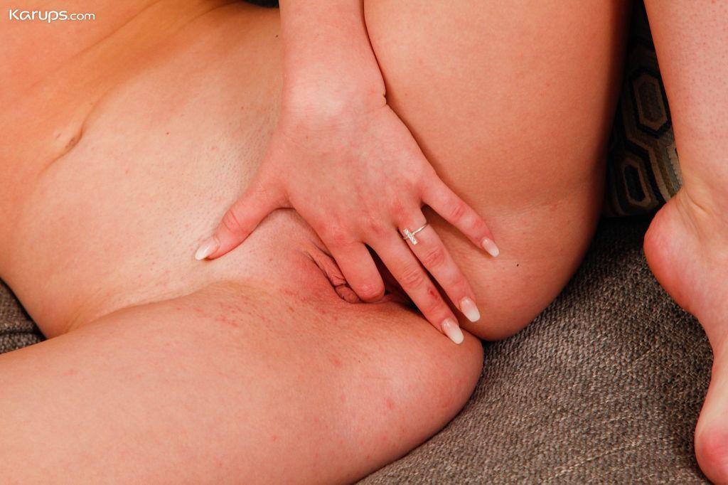 Perky breasted redhead Daisy Stone fingers her tig