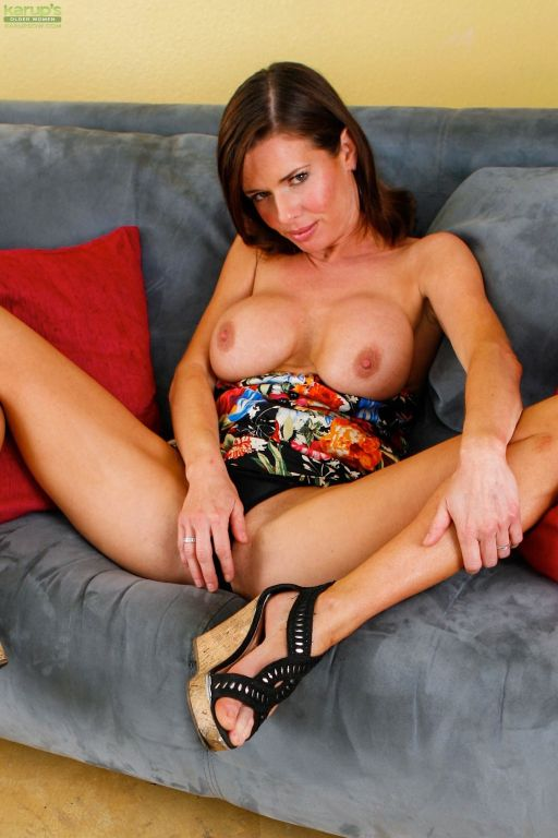 Mature wife Veronica Avluv shows off her beautiful