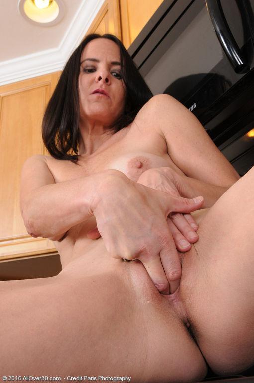 Slender mature brunette Maggie K sheds sheer panti