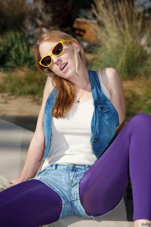 Blonde Lizzy London teasing in her purple leggings