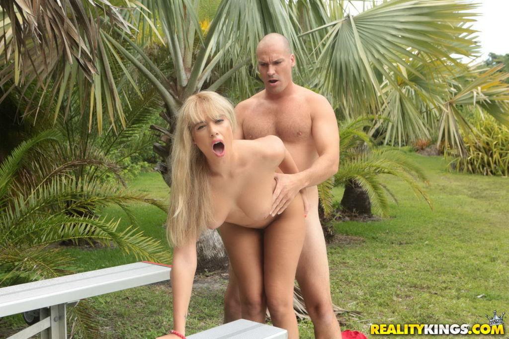 Horny blonde babe fucked outdoor