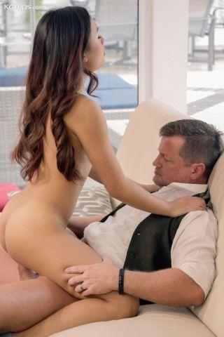 naked Elle Voneva hardcore blowjob