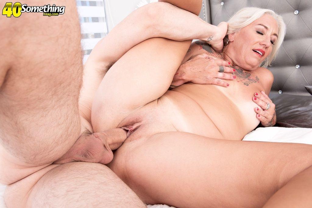 Mature Amelia Mack gives him a blowjob before he d