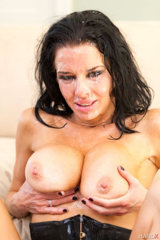 Facial lover MILF Veronica Avluv is up for a round