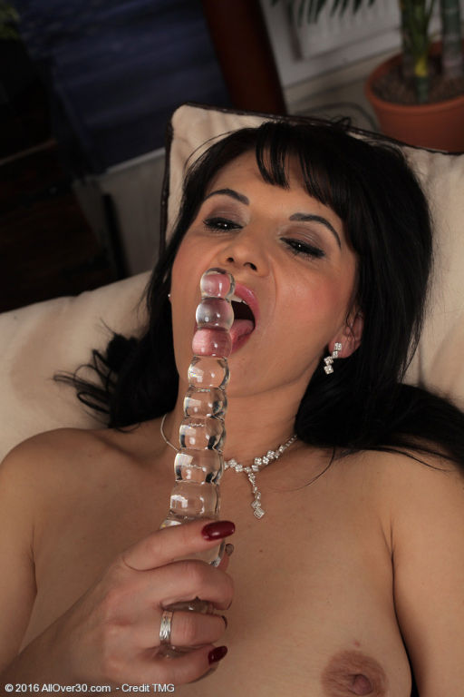 Horny Latina MILF Gracia Saluda looks stunning